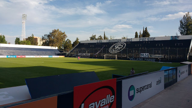 cancha Independiente Rivadavia tribuna