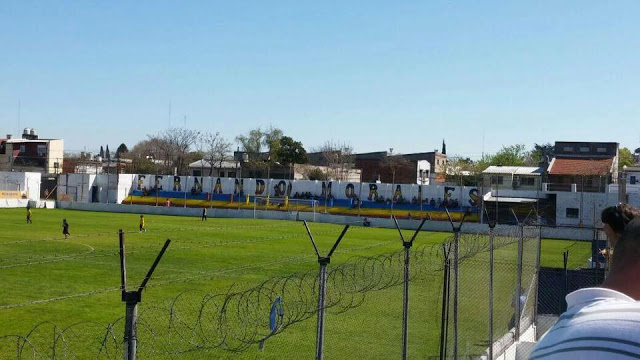 cancha Colegiales tribuna local