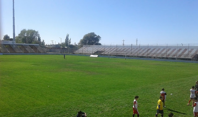 cancha Racing Trelew tribuna