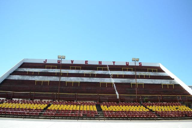 Estadio Abierto de Deportivo Juventus de Corrientes tribuna