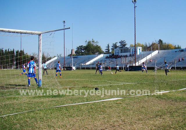 cancha de Rivadavia de Junín tribuna