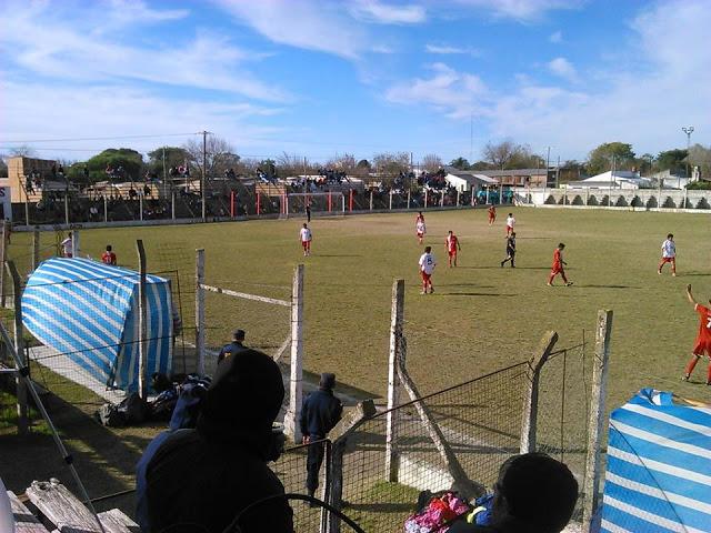cancha de Deportivo Las Flores de Federal tribuna2