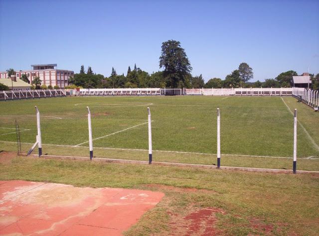cancha de Atlético Oberá tribunas1