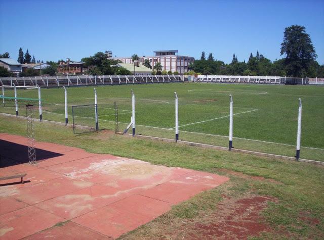 cancha de Atlético Oberá tribunas2