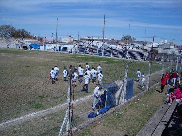cancha de Atlético Paraná de San Nicolás tribuna