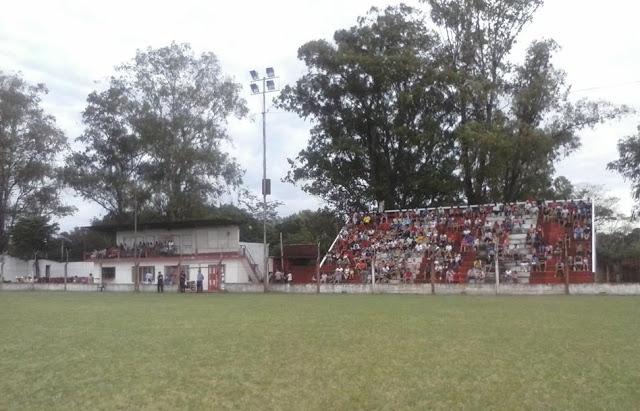 estadio de Atlético Candelaria tribuna