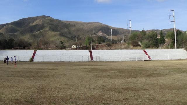 cancha de Atlético La Falda tribuna