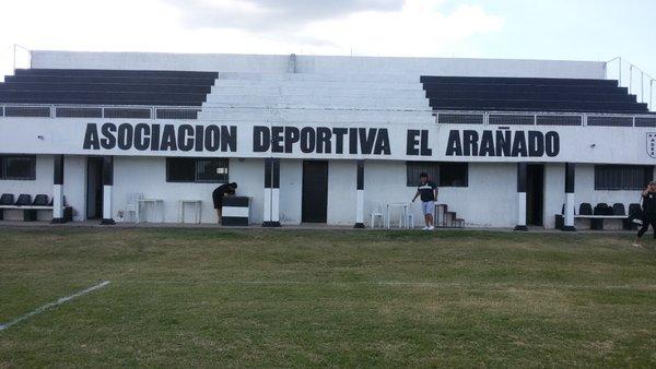 cancha de ADEA de Córdoba tribuna